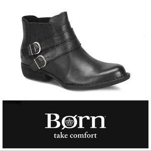 New Born Moringa Booties in Black Leather